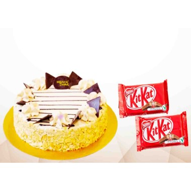 Delicious & Beautiful cake with KitKat combo